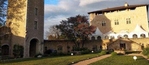Vue du Château de Saint-Bernard au soleil couchant